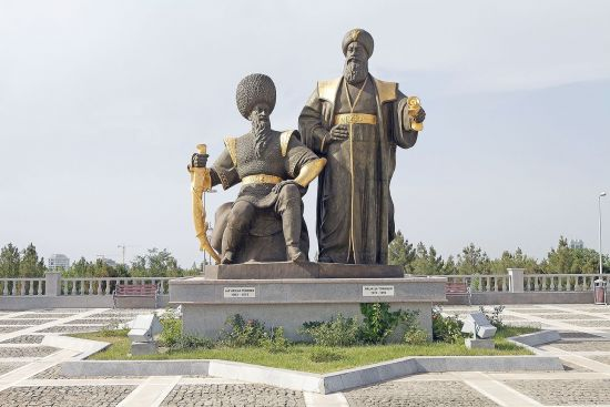 Statues of Seljuk rulers Alp Arslan and Malik Shah at the independence monument in Ashgabat, Turkmenistan (photo © Antonella865 / dreamstime.com).