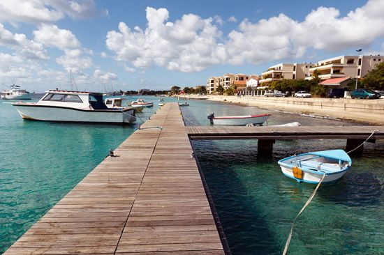 The west coast of Bonaire — an island in the Caribbean that is part of the Netherlands — with a view fo the harbour at Kralendijk, the capital city of Bonaire (photo © Lidian Neeleman).