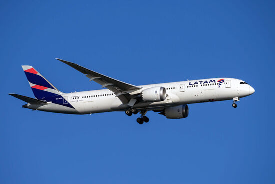 A Boeing 787 Dreamliner operated by Chilean carrier LATAM (photo © Andrew Periam / dreamstime.com).
