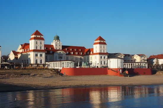 Promenade architecture and the Kurhaus in Binz on the shore of the Baltic island of Rügen (photo © hidden europe).