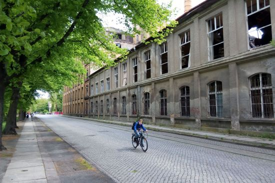 A road in the Lusatian town of Forst. The derelict mill building serves as a reminder that this area once had a thriving textile industry (photo © hidden europe).
