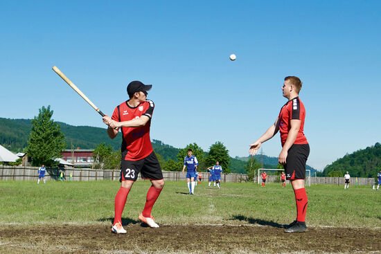 Oină tournament in Frasin, Romania, with Politehnica Cluj-Napoca playing in red (photo © Emma Levine).