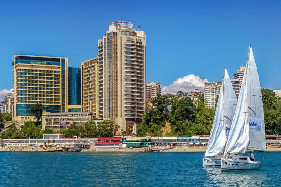 The resort town of Sochi on Russia's Black Sea coast (photo © Arts1961 / dreamstime.com).