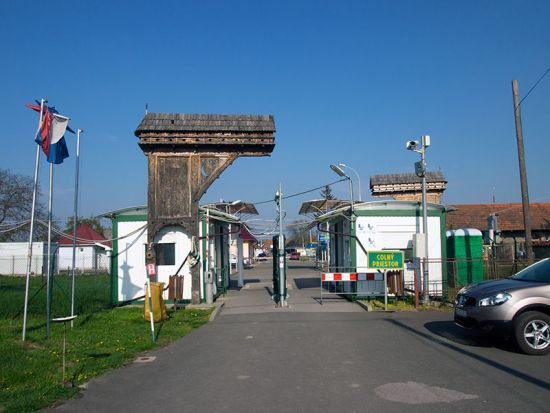 Looking east into Ukraine from Slovakia at the small frontier post in Slemence (photo © hidden europe).