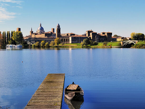 Lakeside setting of Mantua in Italy's Lombardy region (photo © Karol Kozlovski / dreamstime.com).
