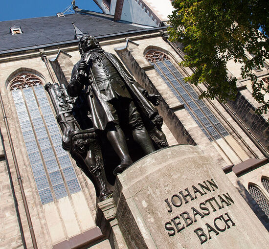 Bach statue outside St Thomas' Church in Leipzig (© hidden europe).