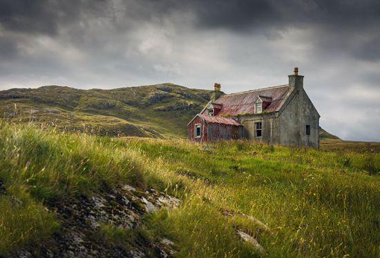 An abandoned house on the Scottish island of Eriskay (photo © Elaine Nash / dreamstime.com).