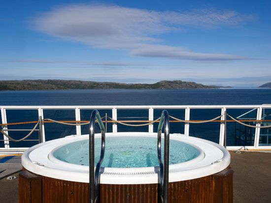 On board the MS Mitnatsol: Arctic luxury, Hurtigruten-style. Only the champagne is missing (photo © hidden europe).
