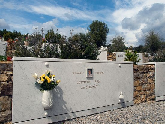 A grave in the new cemetery extension of Sanremo's Armea Cemetery (photo © hidden europe).