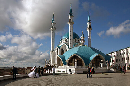 Kazan's Kul Sharif Mosque, the largest in Russia and a popular backdrop for wedding photos (photo © Laurence Mitchell).
