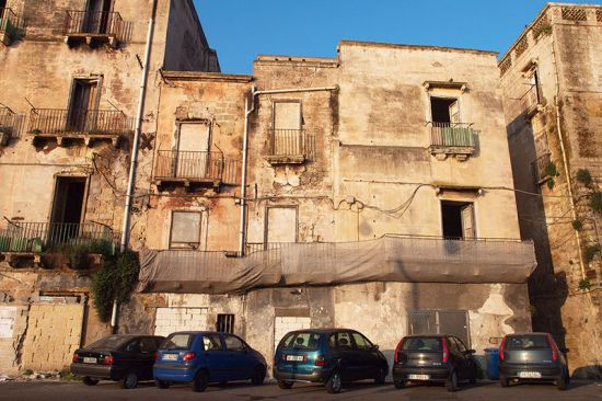 A plea for urban renewal: the città vecchia in Taranto (photo © hidden europe).