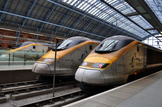 Eurostar trains waiting at the platforms at St Pancras station in London (photo © MorganOliver / dreamstime.com).