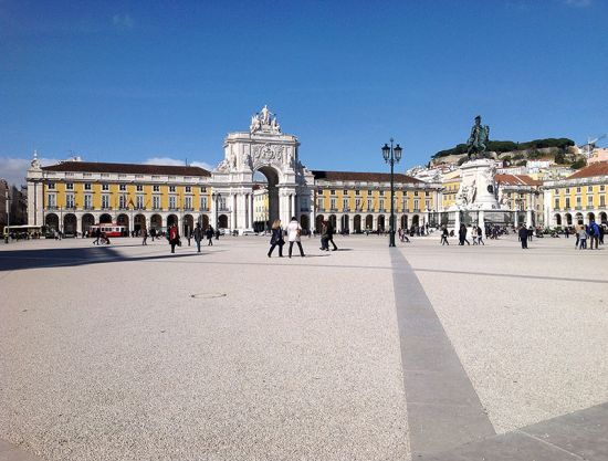 Lisbon's Praca do Comércio, with the prominent statue of King José I on his charger and the triumphal arch and arcades behind. The restaurant-café Martinho da Arcada is to the right of the arch (photo © Iain Bamforth).