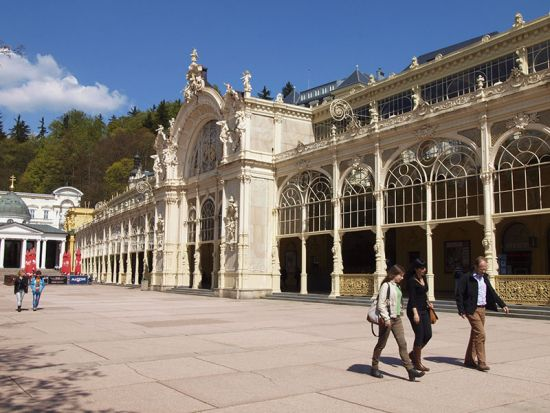 End of the line for the slow train from the Czech spa town of Karlovy Vary: Marianske Lazne (photo © hidden europe).