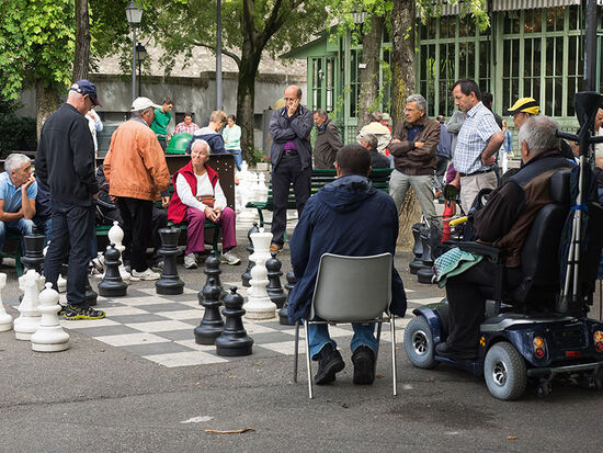 Chess in Geneva's Parc des Bastions (photo © hidden europe).