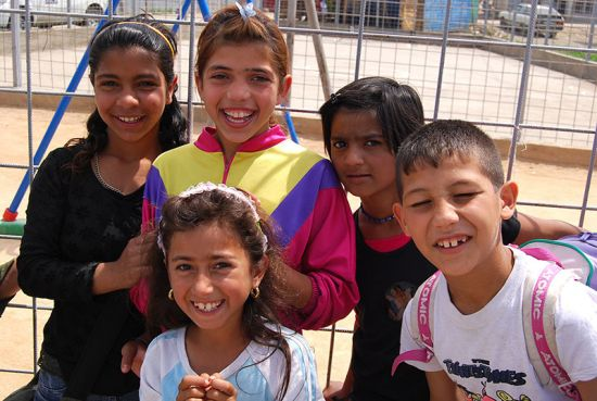 Roma, Ashkali and Egyptian children pose for a photo at the renovated Centre for Co-operation and Integration 'Fidan Lahu', funded by the OSCE, at Fushë Kosovë/Kosovo Polje (OSCE / Hasan Sopa).