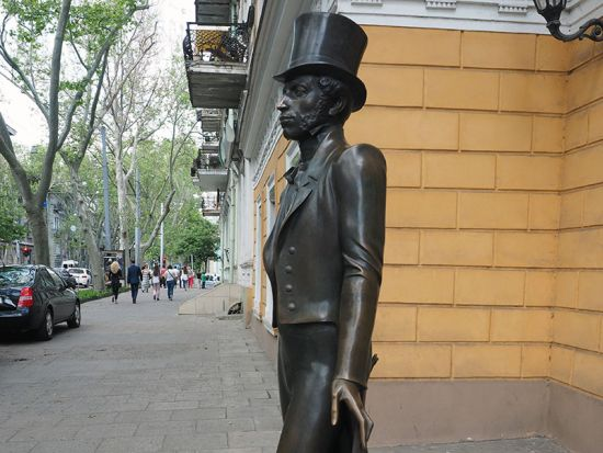 Pushkin statue in Odessa (photo © hidden europe).