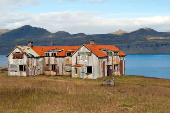 The former French hospital on the shore of Fáskrúðsfjörður in eastern Iceland (photo © hidden europe).