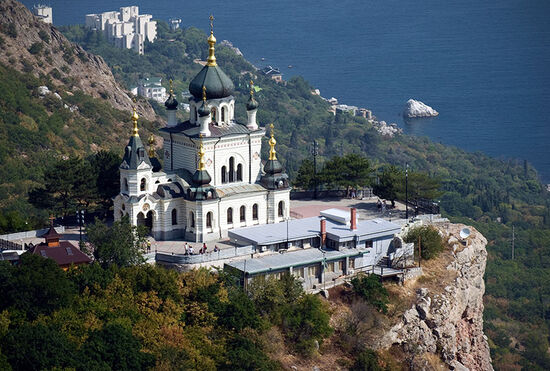 The Church of the Resurrection located on the rock above the Black Sea in Foros, Ukraine (photo © Andybor / dreamstime.com).