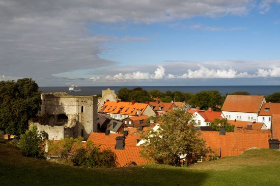 The urban fabric of Visby, the largest town on Gotland, recalls the heyday of the Hanseatic League (photo © hidden europe).