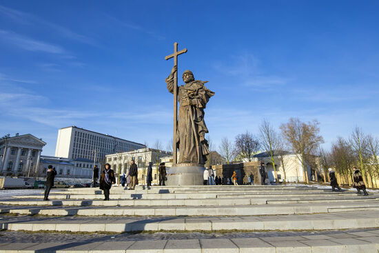Statue of Vladimir the Great on Borovitskaya Square in Moscow near the Kremlin (photo © Vladimir Zhuravlev / dreamstime.com).