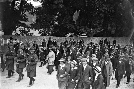 Sinn Féin victory parade, probably after the East Clare by elections of July 1917. Countess Markievicz is shown prominently, wearing a white coat (photo: from the Keogh Photographic Collection, National Library of Ireland on The Commons).