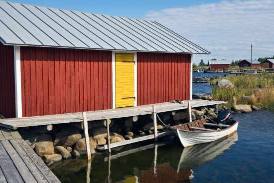 Boat-houses at the harbour in Svedjehamn on Björkö,one of the islands of the Kvarken archipelago (photo © Silvia Stock and Erik Schaffer).