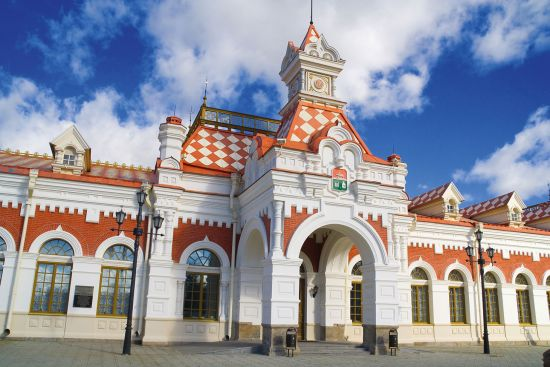 Yekaterinburg's old railway station, a symbol of tsarist authority (photo © Alexander Shingarev / dreamstime.com).