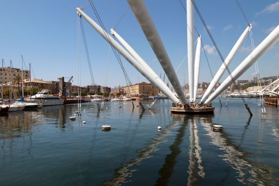 The Bigo is an architectural installation that now dominates the Porto Antico area of Genoa's waterfront (photo © hidden europe).