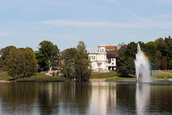 Druskininkai is a watery place. The decorative fountain here is a good deal nicer than the noisy musical fountain in the spa park (photo © hidden europe).