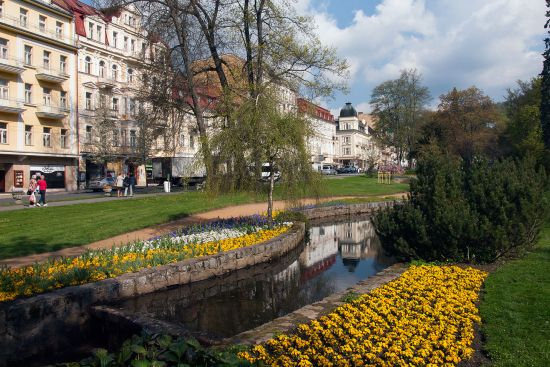 A combination of well-kept parks and elegant buildings make Mariánské Lázně instantly appealing (photo © hidden europe).