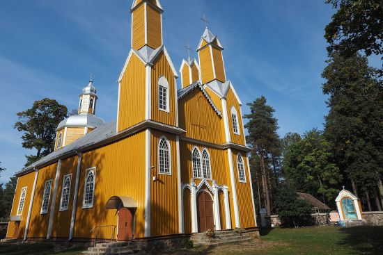 The wooden Roman Catholic church at Marcinkonys, a village in the Dzūkija National Park east of Druskininkai (photo © hidden europe).
