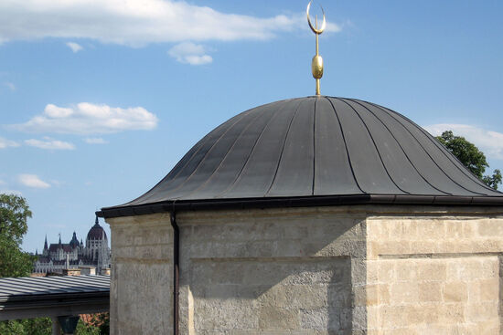 Gül Baba's tomb in the Rózsadomb district of Budapest (photo in the public domain).