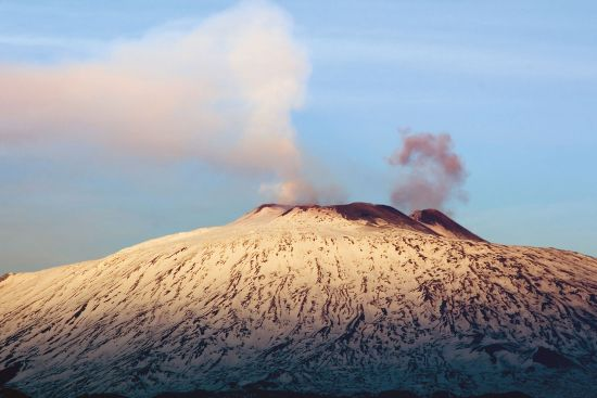 Etna in winter (photo © Ollirg / dreamstime.com).