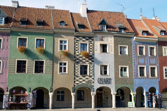 Aimed more at tourists than a local clientele, small shops are beginning to appear on this superb row of artisans' houses in the very middle of Poznań's main square (photo © hidden europe).