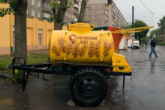 Everyday Russian life: kvass for sale from a yellow barrel (photo © hidden europe).