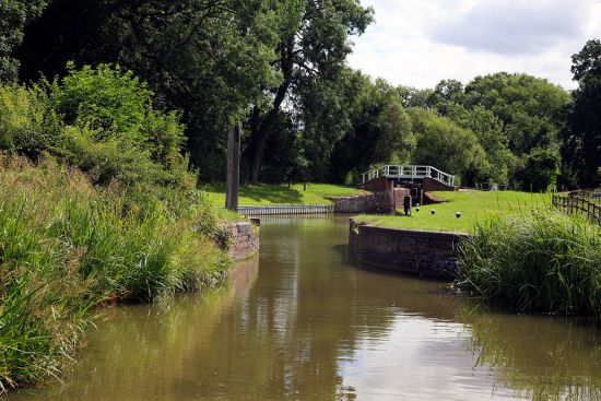 Lock on the Grand Union Canal - this major English canal was used by John Hollingshead on his way from London to Birmingham by boat (photo © Cpphotoimages / dreamstime.com).